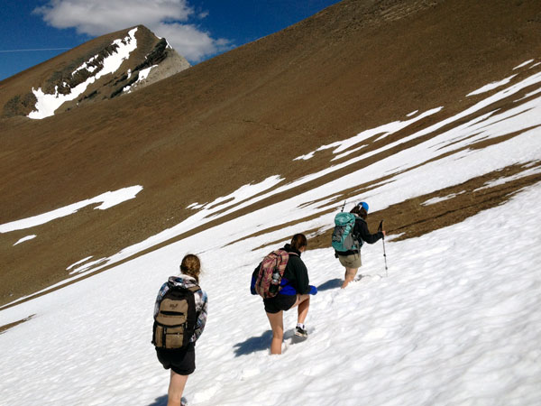 hikers-snow-ridge